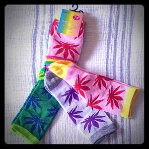 Accessories - 3 pair Feel Good socks